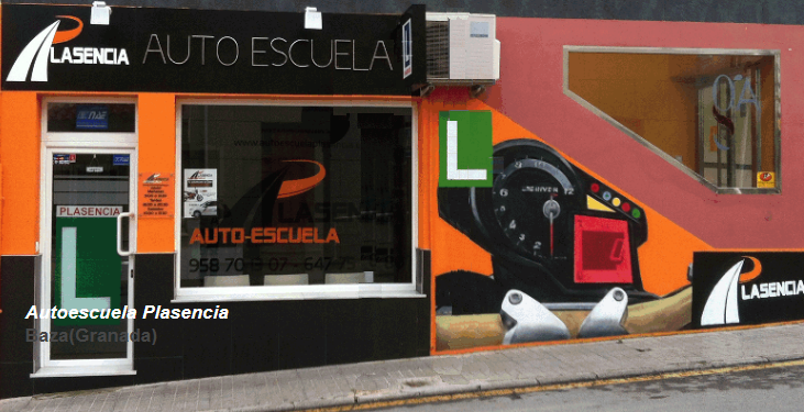 Autoescuela Plasencia en Baza (Granada) organiza un curso de seguridad vial con un simulador de turismo