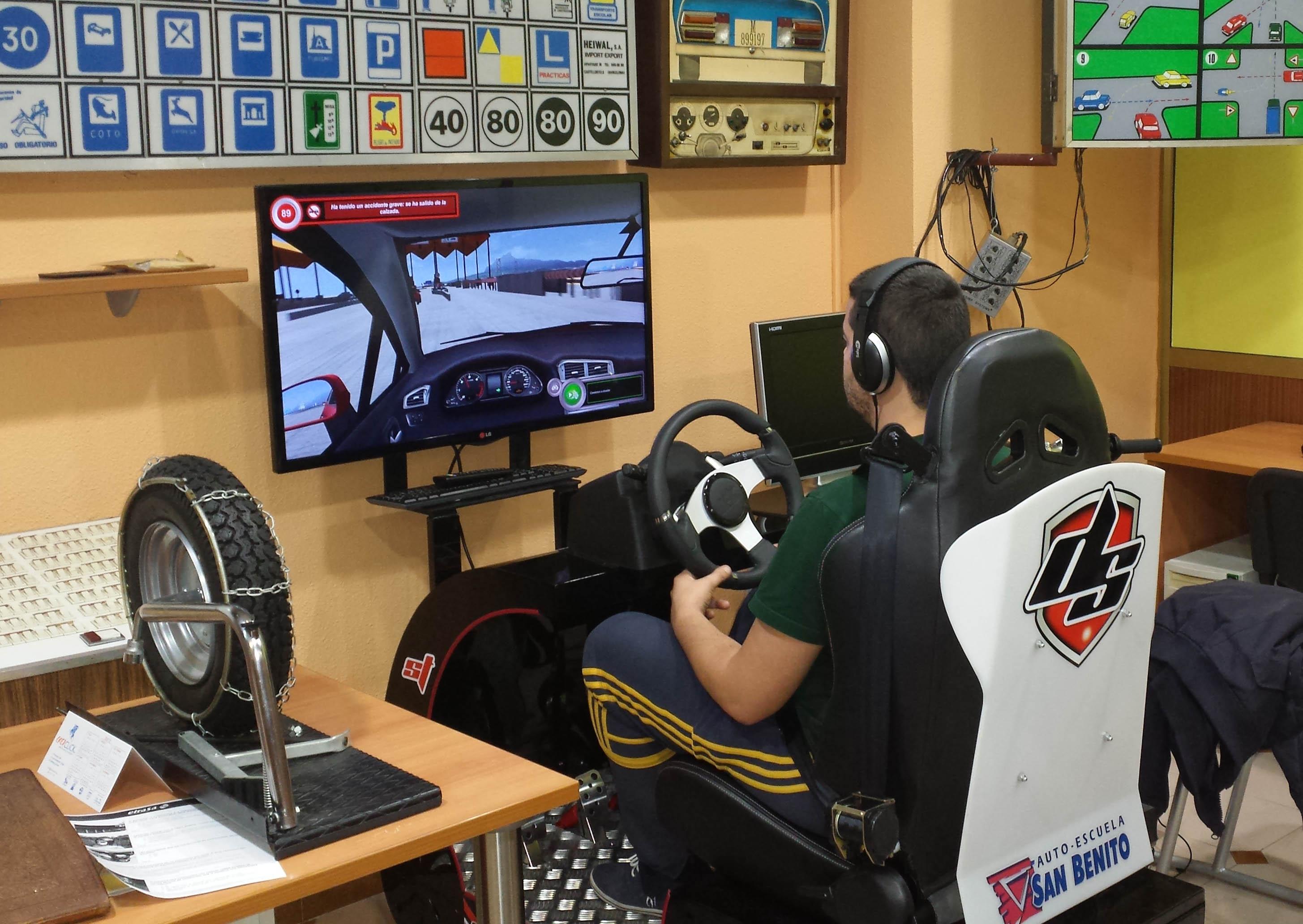 Simulador de conducción en la autoescuela San Benito de Valladolid